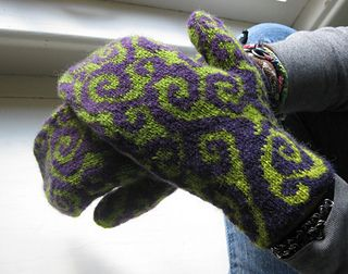 Doodle Mittens | stranded colorwork knitting pattern for mittens by Suann Wentworth