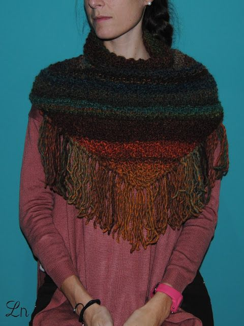 Cuello de lana con flecos /  Yarn cowl with fringes
