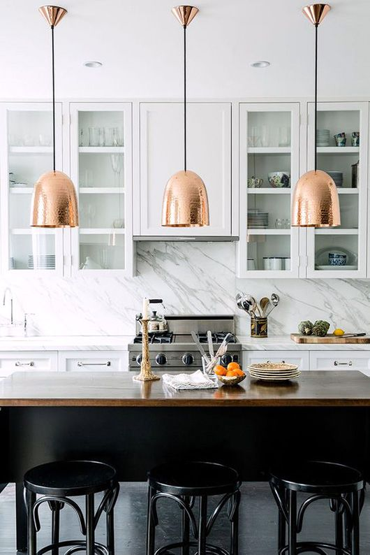 kitchen with copper pendant lamps via lonny magazine. / sfgirlbybay More kitchen: http://www.wonenonline.nl/keukens/