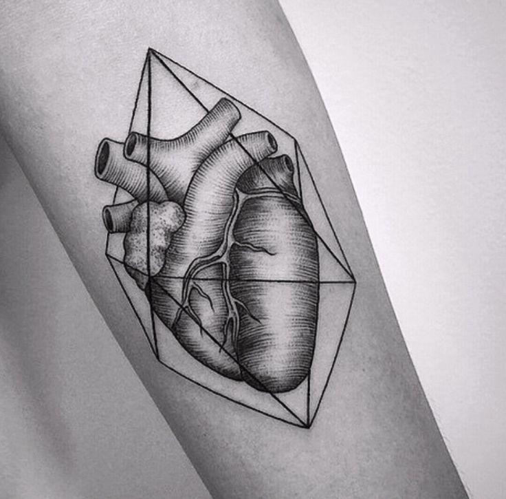 Geometric heart tattoo                                                                                                                                                                                 Más
