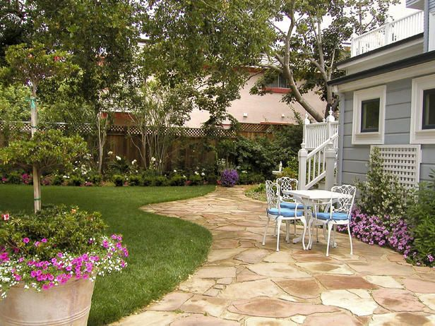 backyard: Backyard Patio Tables, Backyard Someday, Side Yard, Flagstone Patio, Patio Stones, Stones Paths, Backyard Gardens, Stones Patio, Backyard Patio Flagstone