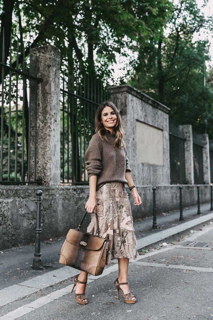 Seasonal luxe: Collage Vintage​ in textural, autumnal RL Collection and carrying her #TiffinBag