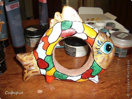Рыба - символ плодовитости, изобилия, а яркий окрас еще и поднимает энергетический тонус. Имея в доме такой талисман, плохого настроения точно не будет! Внутри рыбки икринки. Икринки - символ изобилия. А якорь - надежда на будущее. Он прочно держит корабль возле пристани. Он - символ надежды и спасения. Так что у меня очень символическая рыбка получилась! Надежда на лучшее, надежда на мир и благополучие! фото 11