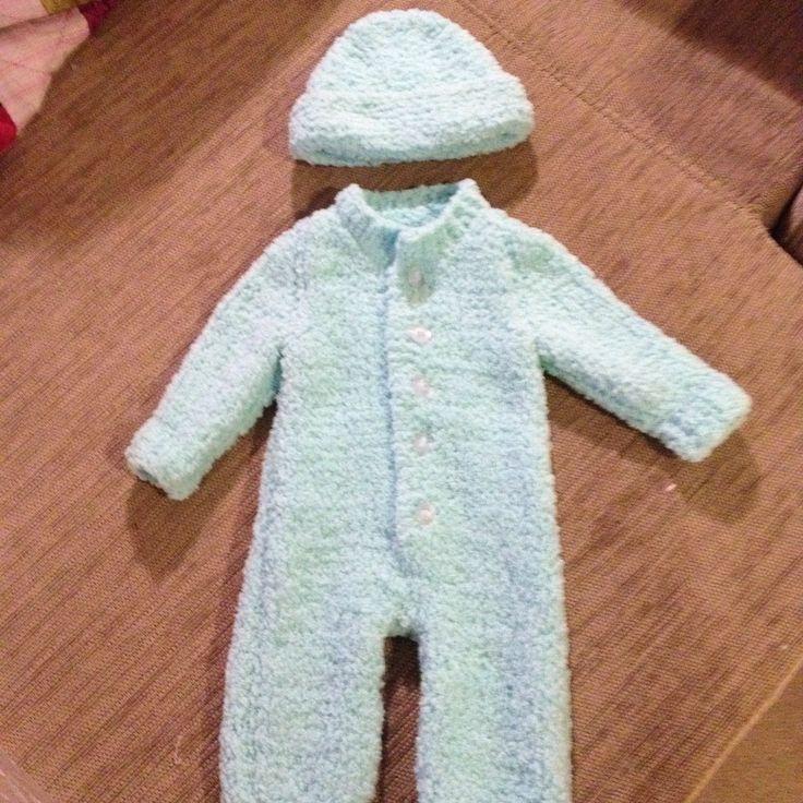 Baby beanie & jumpsuit