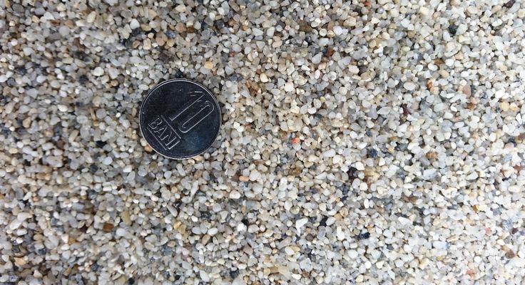 https://flic.kr/p/zZXVNr | Pietris cuartos pentru foraje puturi a | Acviferele din Romania sunt cantonate de f multe ori in nisipuri fine si extra fine / prafoase. Obtinerea unei ape perfect limpezi, fara nici o depunere solida este o treaba inginereasca. Este obligatorie folosirea unor pietrisuri cuartoase de granulatii mici 1-3 mm, sau chiar uneori si mai mici 0,8-2 mm cum e cel din imagine folosit de noi in zona Bucuresti Ilfov cu mare succes. Mai multe detalii pe www.ondrill.ro