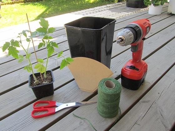 DIY upside down tomato planter