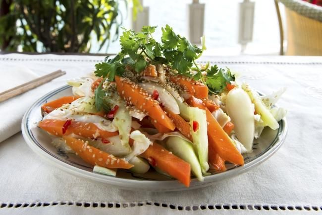 Vietnamesisk råkostsalat - perfekt tilbehør til vietnamesiske retter.