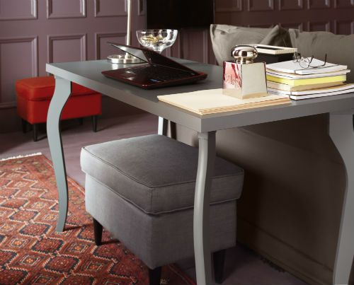 create a stylish living room work space with the linnmonlalle table