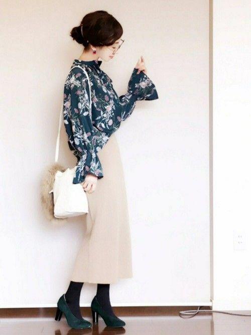 そっと春を待つ大人可愛い花柄ボタニカル柄のファッションコーディネート