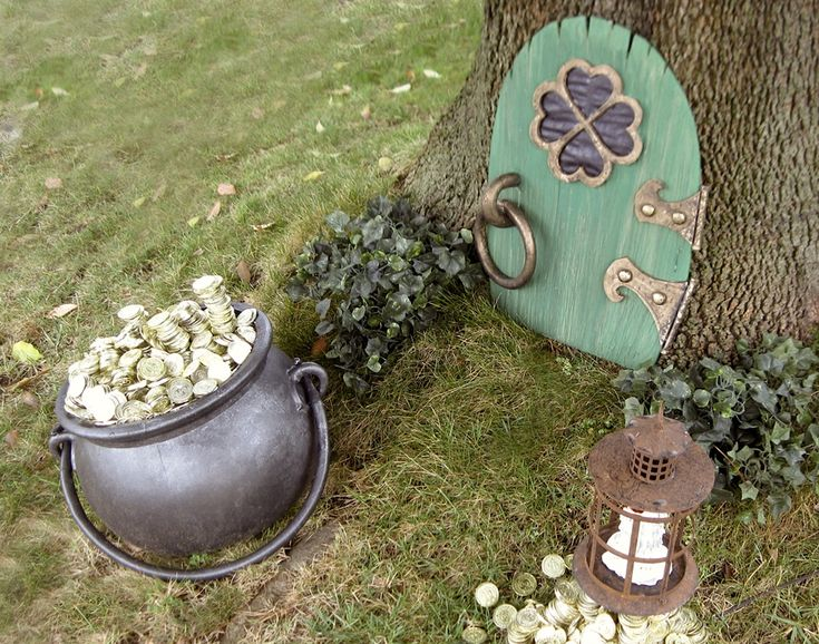 """Leprechaun House"" in a tree: a tempting pot of gold outside a green door marked with a lucky four-leaf clover ~ or use a classic Irish shamrock. Either way, it's a cute DIY holiday lawn decor for St. Patrick's Day! #TNBC 