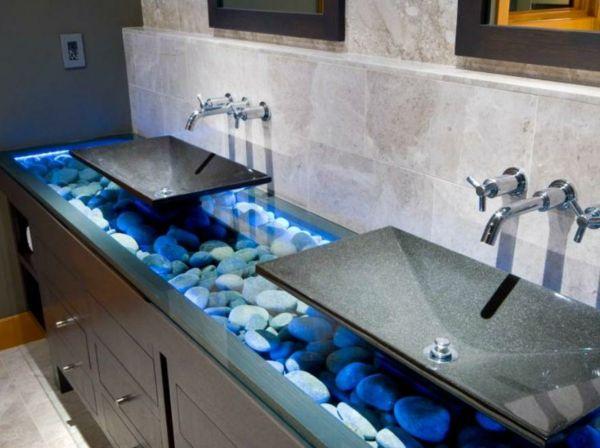 baddesign mit schwarzen waschbecken und deko-steinen im waschtisch - 77 Badezimmer-Ideen für jeden Geschmack