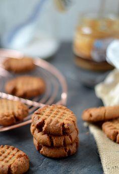 Pindakaaskoekjes, voor de echte pindakaas liefhebber zijn dit de ultieme koekjes. Krokante buitenkant en een smeuïge binnenkant. Zacht zoet en een heerlijke volle pindakaas smaak. Wat wil je nog meer?