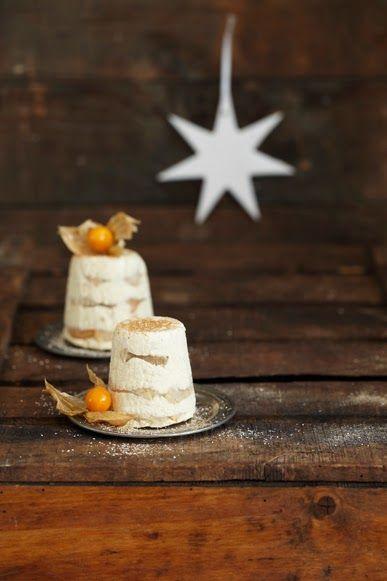 Chai Tiramisu Eisbombe als Dessert für ein weihnachtliches Festmahl.