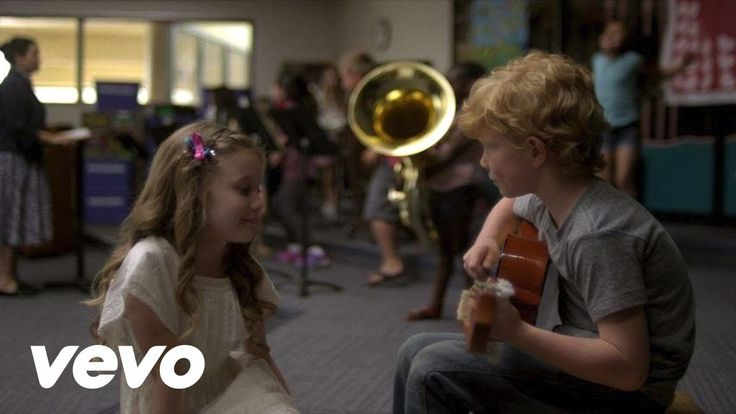Music video by Taylor Swift performing Everything Has Changed. (C) 2013 Big Machine Records, LLC.