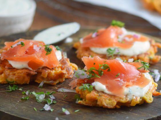 Süßkartoffelpuffer mit Wildlachs und Kräutercreme