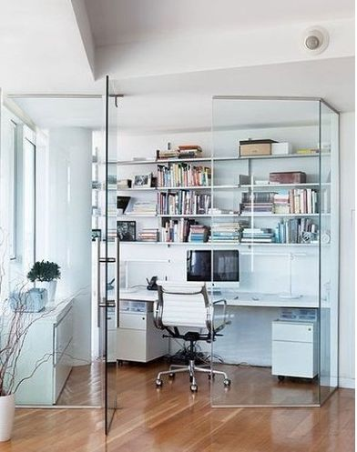 A corner of the room with a glass wall as a partition, divided into a few square meters a very independent little study. Bookcases, shelves and bring the white walls, white style, creating a very clear style, clean and clear throughout the small study.
