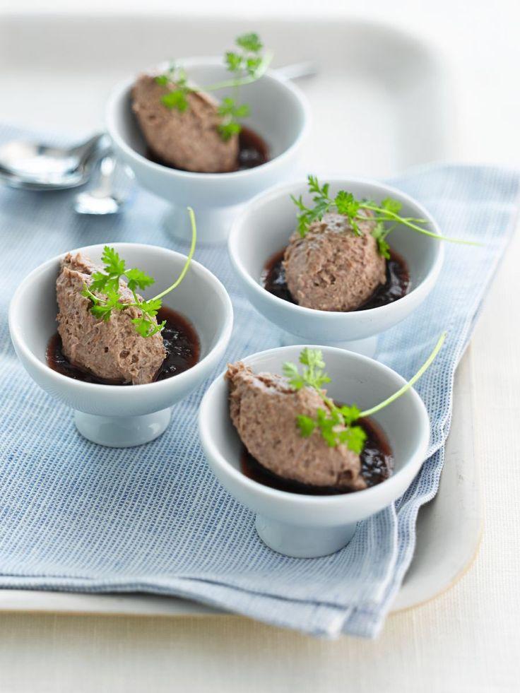 Recept 'Mousse van kwartel met pruimencompote' | njam!