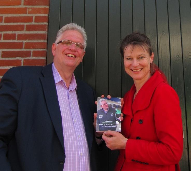 """Het eerste exemplaar van mijn boek: """"Als het op is, schudt de wereld op haar grondvesten."""" heb ik op 24 april officieel mogen overhandigen aan Marjan Minnesma. Volgens dagblad Trouw is zij de duurzaamste Nederlander! Trots op!"""