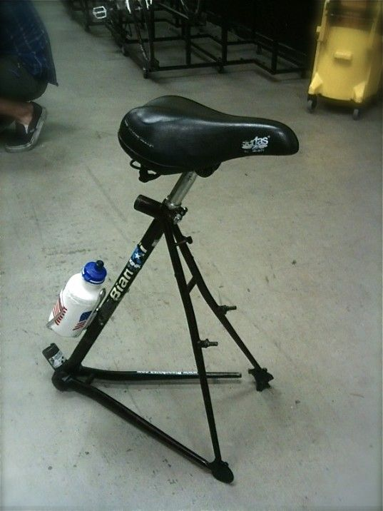 Recycle your old bicycle frame, turn it into a stool
