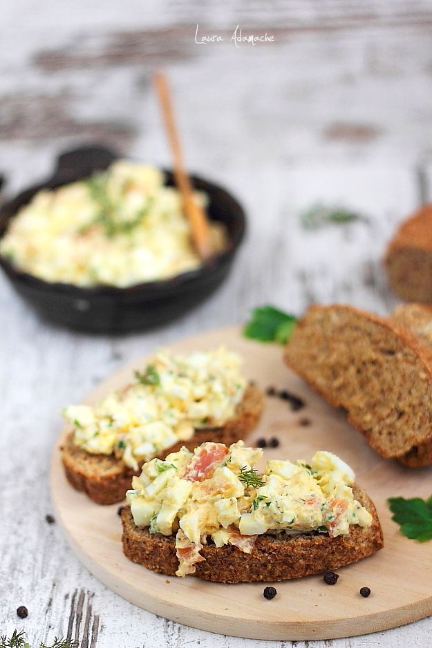 Salata de oua cu somon afumat, o reteta rapida si delicioasa. Salata de oua cu iaurt grecesc degresat. Reteta salata de oua. Reteta dukan salata.