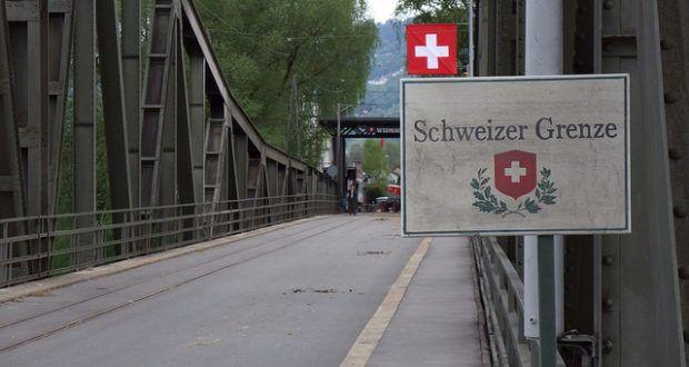 """Ein starker Anstieg an Reisenden vom schwarzen Kontinent, wurde an der schweizerisch-deutschen Grenze vernommen. Die Route führt über das Mittelmeer nach Italien, durch die Schweiz, ins gelobte Land """"Germany""""."""