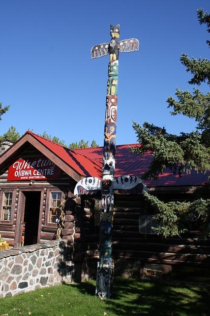 Totem Pole / Whetung Ojibwa Centre