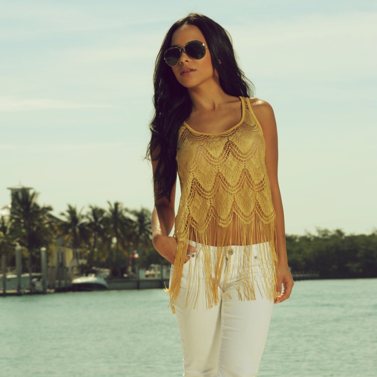 crochet yellow gold top and white jeans  Model Lisa morales