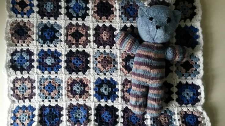 Hæklet baby tæppe med bamse