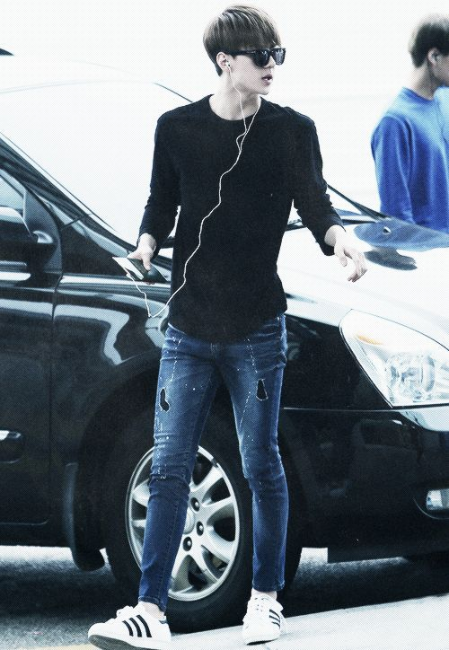 Sehun has such nice legs... No fair o3o (And no, it's not weird that I notice how good Sehun's legs look xD)