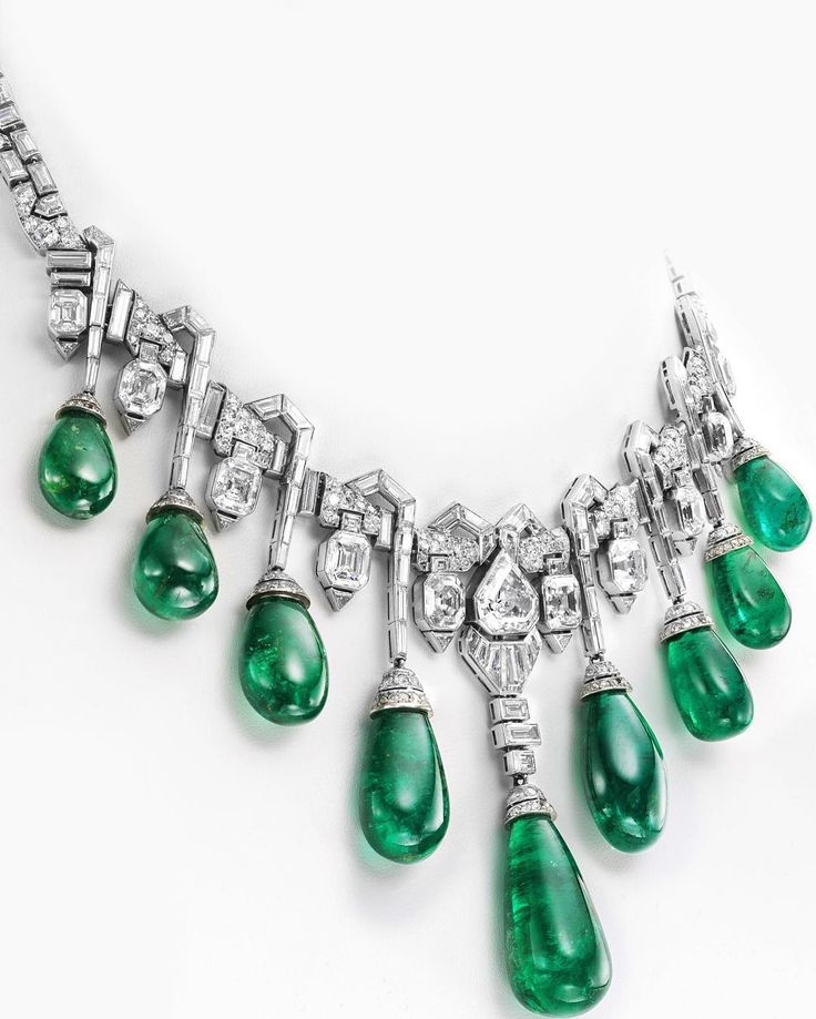 one of the most incredible Art Déco necklaces, by Van Cleef & Arpels. Made in 1929, once belonged to HRH Princess Faiza of Egypt, sold at Christie's Geneva in November 2013.
