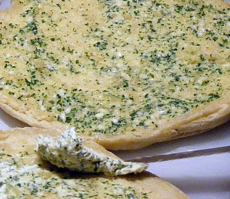 Bolo do caco com manteiga de alho | Tradition Madeira Bread