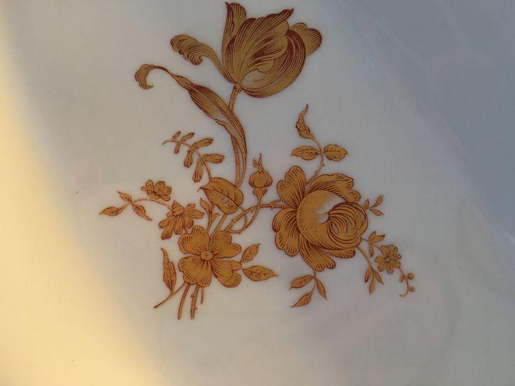 Closeup of central motif.