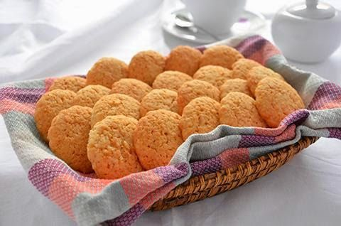 La ricetta dei frollini cocco e cannella è di Luca Montersino. I frollini cocco e cannella sono dei deliziosi biscotti friabili e molto profumati, perfetti per l'ora del tè.