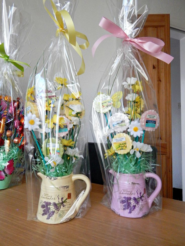 I made these Spring Hampers with Yankee Candle melts
