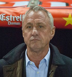 Icons : the best footballers of all time around the global village JOHAN CRUYFF