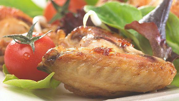 Kippenvleugels in een makkelijke marinade met knoflook, honing, gember en citroensap waar je je vingers bij zult aflikken!
