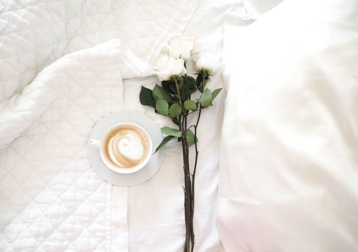 coffee in bed / avoiding pregnancy fatigue