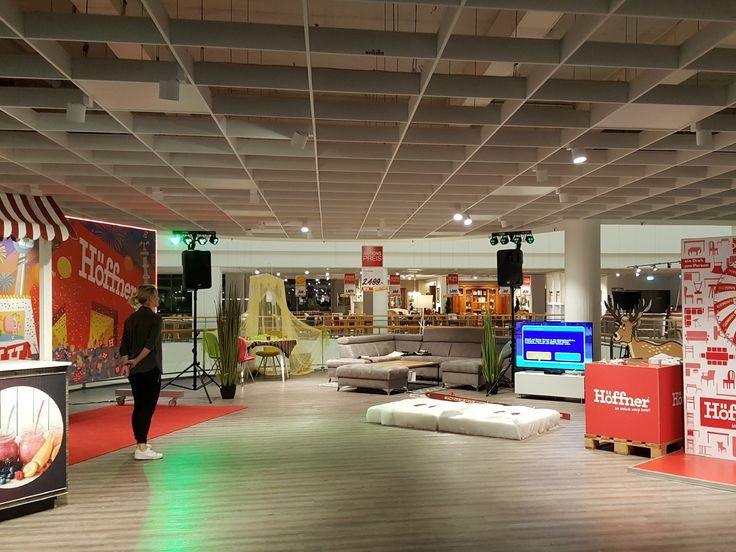 Mit lockerer Animation und charmanter Moderation begleitete Moderator und Discjockey Thorsten Teube die Neujahrsfeier zur Sonntagsöffnung bei Möbel Höffner in Berlin Schönefeld.  #Moderator #Moderation #Berlin #Neujahr #Event #Entertainment #Nightfley #Promotion #DJ www.nightfley.de - Nightfley Djing Berlin – Discjockey und Moderator – DJ Thorsten Teube