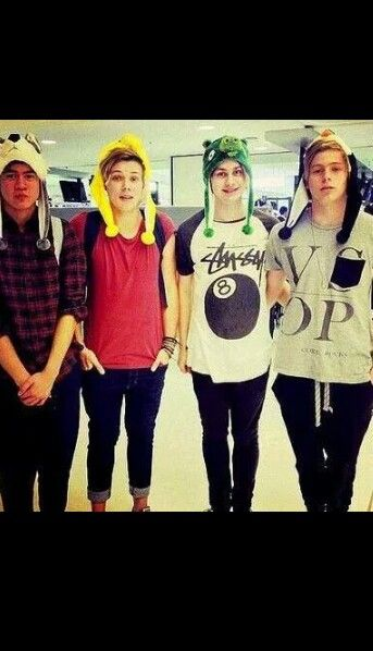 I don't know what to type bc I've lost the ability to even and I just can't <<< I HAVE THE SAME HAT CALUM'S WEARING
