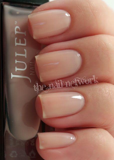 Oto najpiękniejsze propozycje krótkich paznokci nude, które idealnie sprawdzą się na każdą okazję!