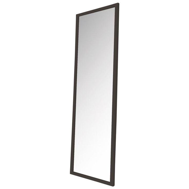 Moet je een presentatie geven, ga je een avond uit of check je gewoon graag je outfit voor je de deur uitgaat? De Spinder Design Senza Spiegel heeft een modern ontwerp en heeft een ruim spiegeloppervlak! Hang hem in de hal of bij je kledingkast!