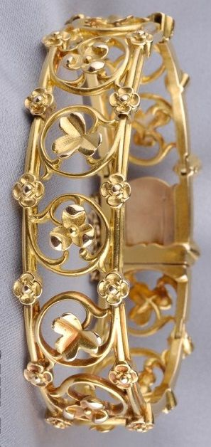 Art Nouveau ~ 18kt Gold Bracelet, the links designed as a scrolling vine with curling tendrils highlighted by florets.