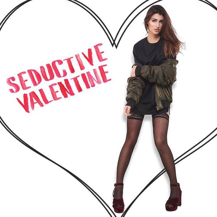 Seductive Valentine: Burgundy βελούδινα πέδιλα απογειώνουν το festive Valentine's Day look σου!