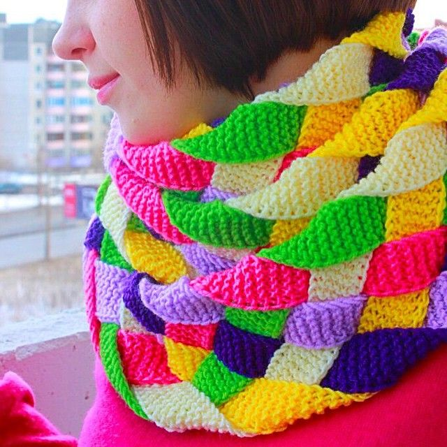 Шарфик,которым я очень горжусь ☺️,его мне помогала делать мама,связав полоски длинной 4 метра,а я их сплела,получилось  #шарф #радуга #рукоделие #вязание #вдохновение #вяжутнетолькобабушки #вязаниемания #instaknit #igknitting #instaknitting #i_loveknitting #knit #knitting #knittoholic #handmade