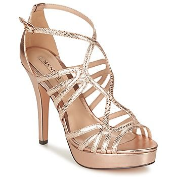 En matière de sandale, une petite nouvelle s'est glissée dans la collection Menbur ! Ses brides scintillantes apportent une touche d'éclat à vos tenues de soirée ou de cérémonie. Avec son talon de 11 cm, vous prenez de la hauteur en beauté ! - Couleur : Rose gold - Chaussures Femme 109,50 €