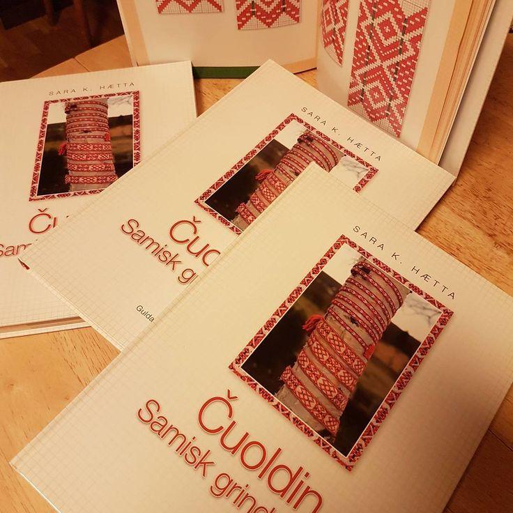 Har du skaffet deg denne unike samlingen med 1100 vevmønstre?  Bestill her: guldalrec@gmail.com #samiclothes #håndverk #ektevare #tradisjonskunnskap #vevboka #kautokeino #sami #duodji #grindveving #lemetsara #jordmorsara
