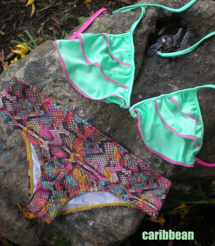 VESTIDO DE BANO CARIBBEAN  Bikiny triangulo con golas, panty tipo fajon en animal tropical