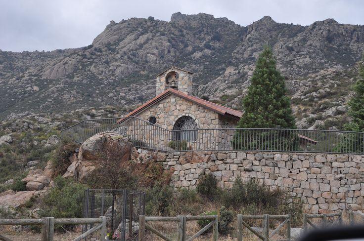 Ermita de San Isidro en #ElBoalo #Sierra de Madrid. Área recreativa rodeada por la Sierra de los Porrones que invita a desconectar. #PueblosdelasierradeMadrid
