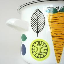 Kaj Franck + Esteri Tomula, via http://www.etsy.com/listing/103995924/rare-finel-arabia-vegeta-enamel-cooking
