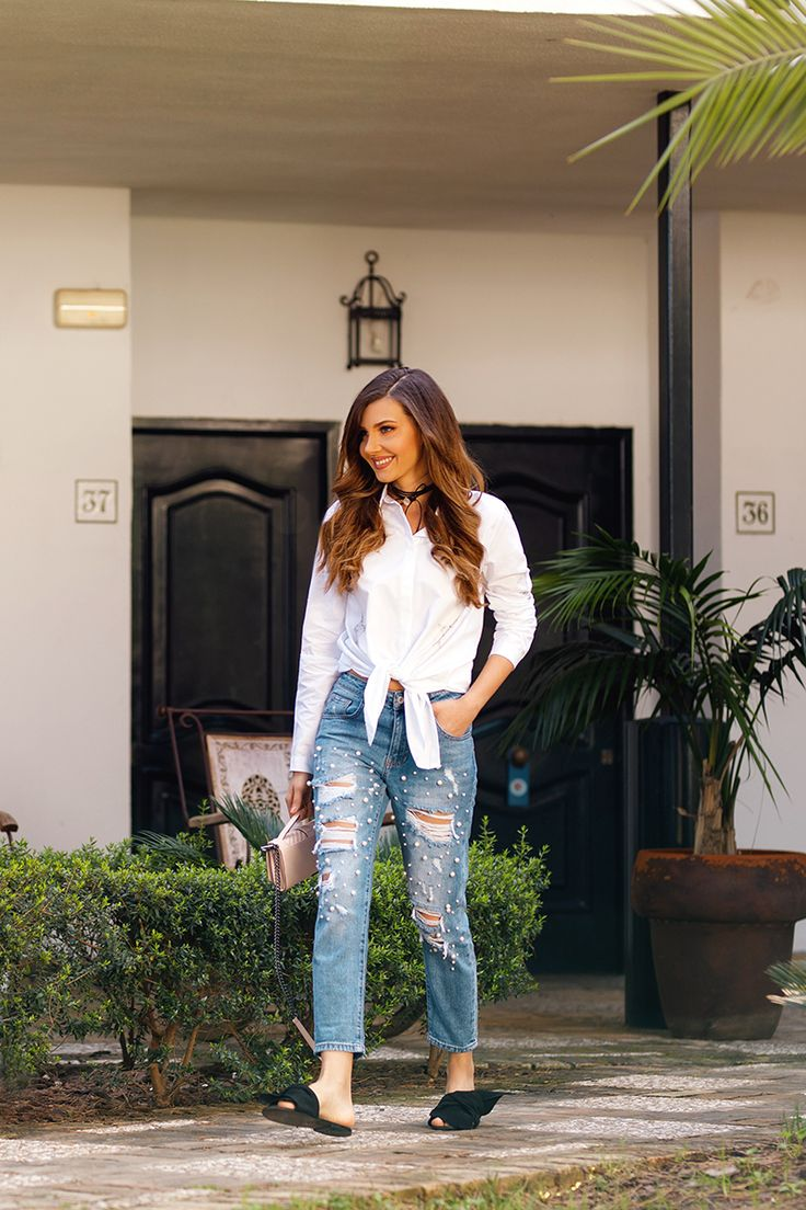 A day at a ranch in Puerto de Santa Maria in Spain in my new pealed jeans, today on my blog: http://larisacostea.com/2017/04/trend-alert-pearled-jeans/